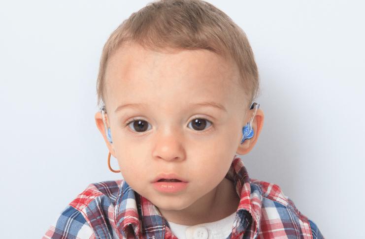 crianças com perda auditiva