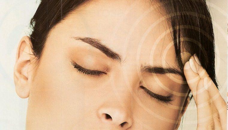 Pessoas que sofrem de enxaqueca precisam tomar cuidado. Enxaqueca pode aumentar o risco de perda auditiva.