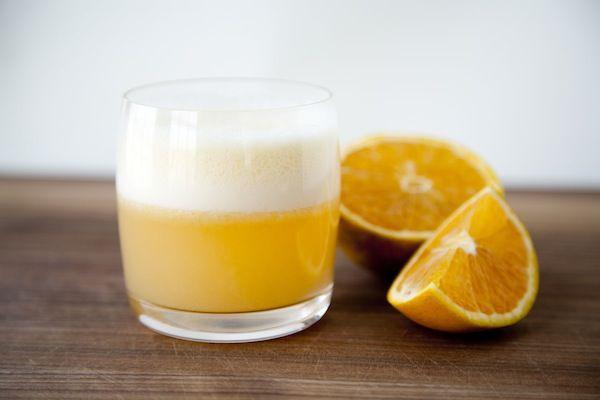uco de laranja e clara poros do rosto