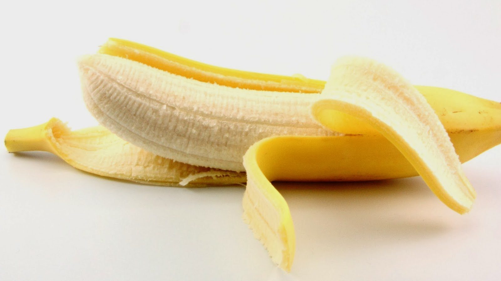 casca de banana para clarear os dentes