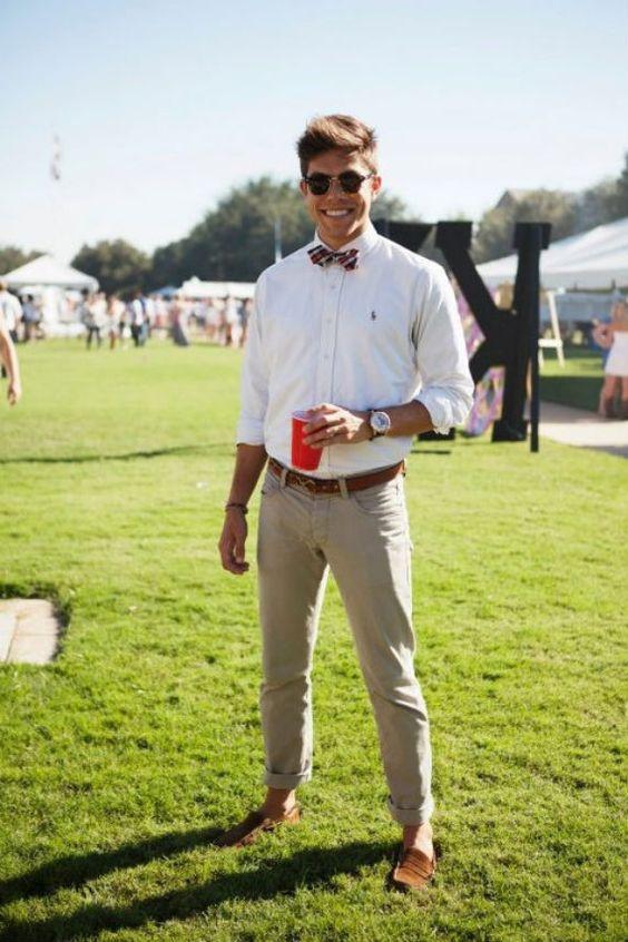 estilo preppy masculino calça de alfaiataria, camisa social e gravata borboleta