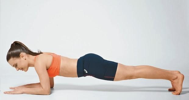10 Exercícios Físicos que Você Deveria Fazer Todo Dia em Casa - 1 Prancha