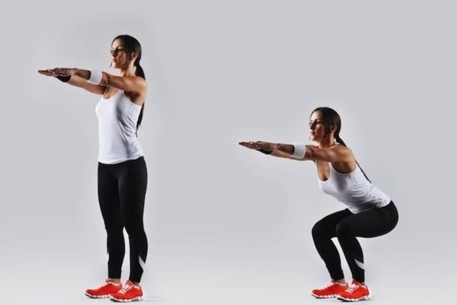 10 Exercícios Físicos que Você Deveria Fazer Todo Dia em Casa 4 - Agachamento