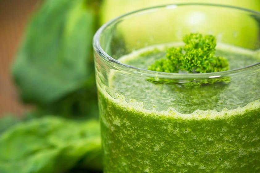Suco Detox de Couve: Com Abacaxi, Limão ou Gengibre